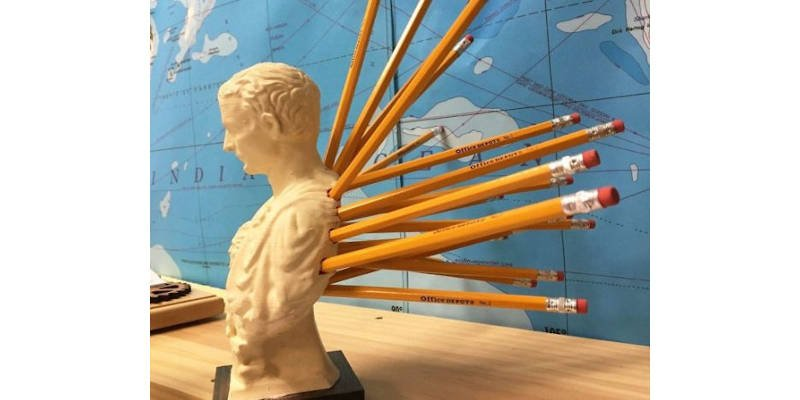 Caesar being stabbed in the back 3D printed pencil holders
